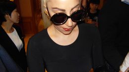 Gaga_in_The_Ritz_Carlton_Seoul_meeting_fans