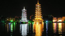 Lake_Shanhu_pagodas_at_night