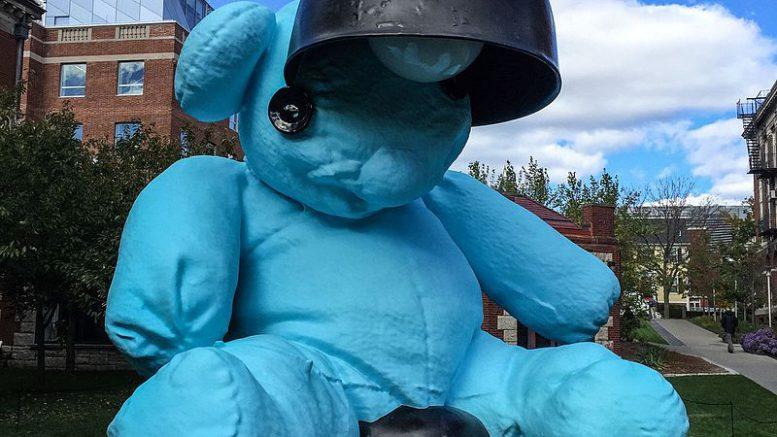 Blue_Lamp-Bear_by_Urs_Fischer