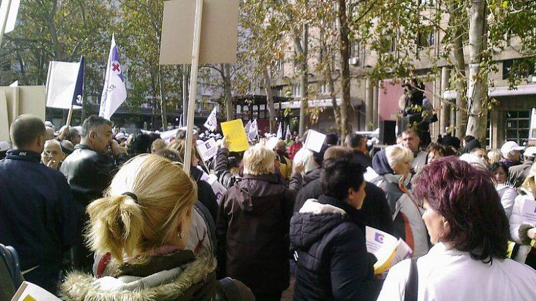 Healthcare_workers_on_strike_in_Belgrade_2011