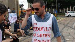 Manifestante_al_presidio_anticlericale,_Milano,_2_June_2012_-_Foto_di_Giovanni_Dall'Orto