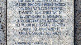 Milano_-_Piazza_Fontana_-_Lapide_Vittime